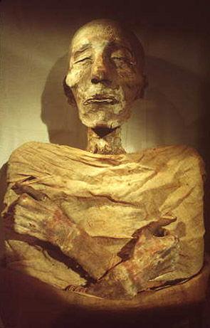 قصة اكتشاف جثة الفرعون 118375301817148372_6