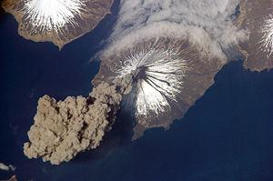 بركان عدن ونيران الحشر  1225231779300px-mtcleveland_iss013-e-24184