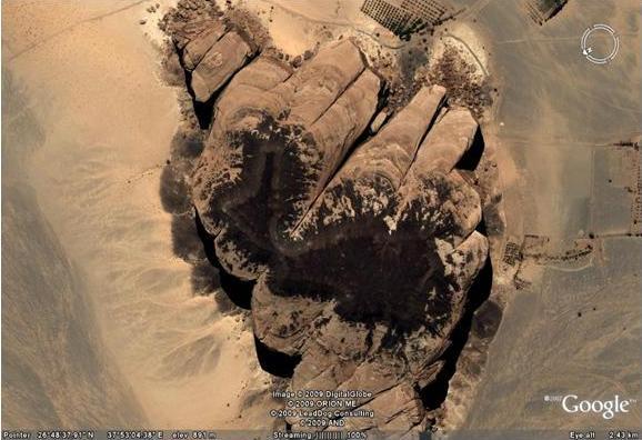 الصخرة التى خرجت منها ناقة النبي صالح منقول بتصرف